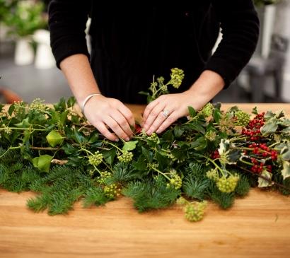 Emma Vowles 0076 red berries wreath making