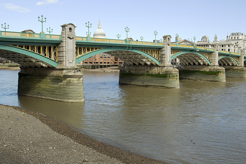 Soutwark bridge-driving exp UK