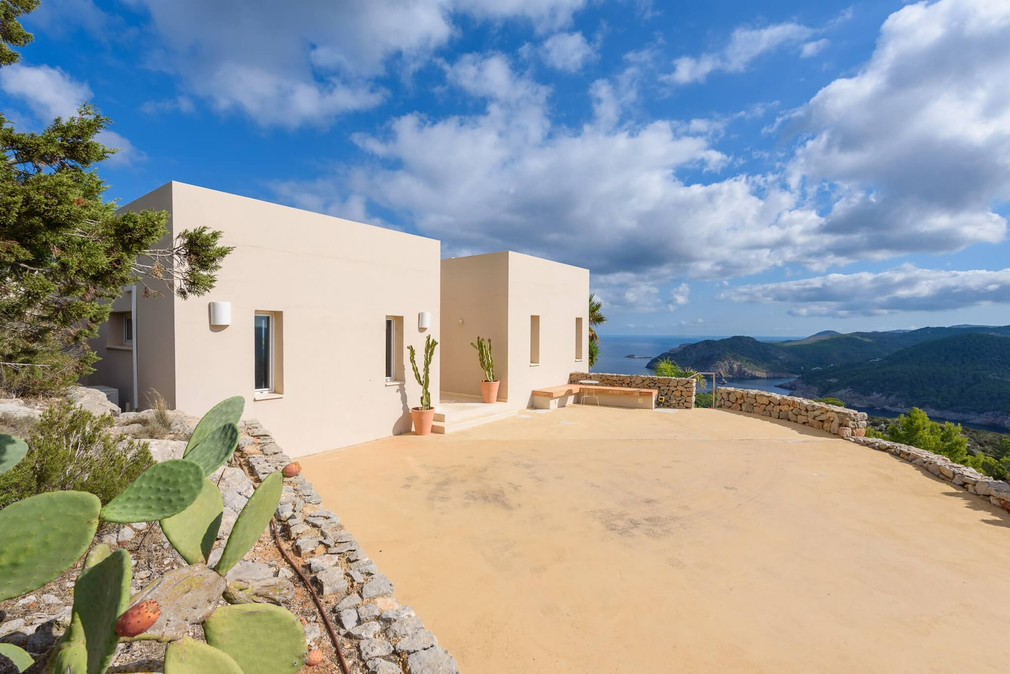 The villa is situated in a very peaceful area with astonishing views to Cala Benirras and a heliport a mere 200 metres from the property. Nearby, you'll find several excellent restaurants with the main village of San Miguel is a 10-miunte drive with a good range of shops and further restaurants. Some lovely beaches and sweeping sandy bays are equally close at hand. The airport of Ibiza is just a 40-minute drive away.